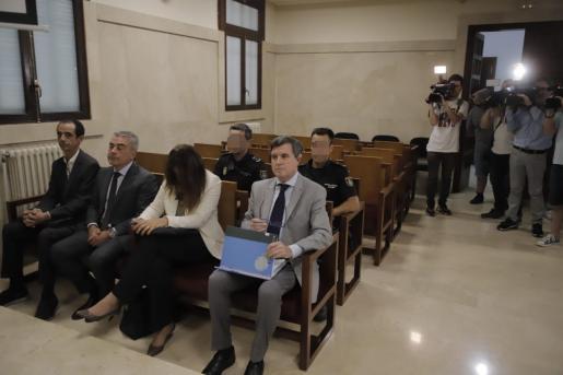 Jesús Peinado, Sergio Bertrán, Aina Castillo y Jaume Matas, este lunes, sentados en el banquillo de los acusados por el caso Son Espases.