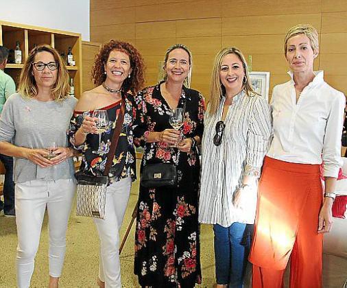 Maria Horrach, Francisca Bauzà, Gloria Pazos, Xisca Moyà y Marilén Amorós.