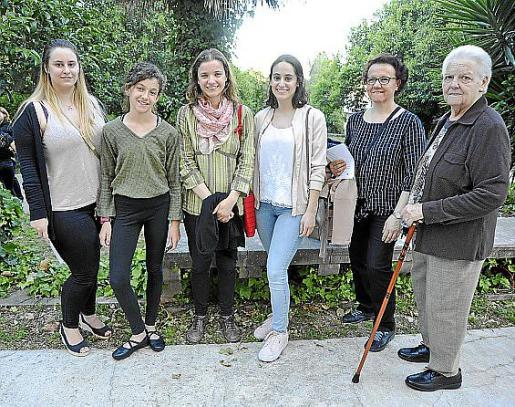 Maria Ferrer, Catalina Amengual, Gemma Guardiola, Elionor Ferrer, Antònia Ripoll y Catalina Coll.