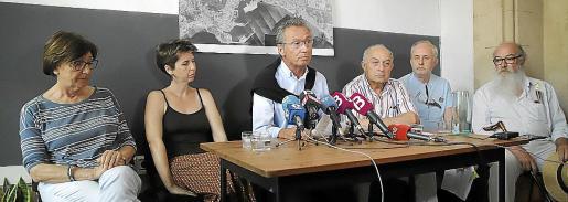 Edita Navarro, Margalida Ramis, Jaume Garau, Joan Forteza, Mariano Reaño y Manel Domènech presentaron el manifiesto contra los megacruceros.