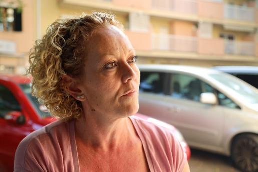 Lucía Moyá reclama un medicamento para su hija de 12 años que padece epilepsia farmacorresistente.