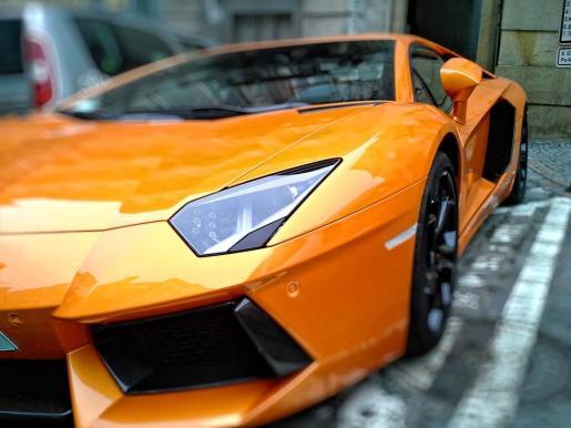 El detenido conducía un Lamborghini.