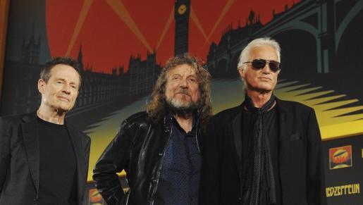 John Paul Jones, Robert Plant y Jimmy Page, de la banda Led Zeppelin, durante una rueda de prensa en Londres.