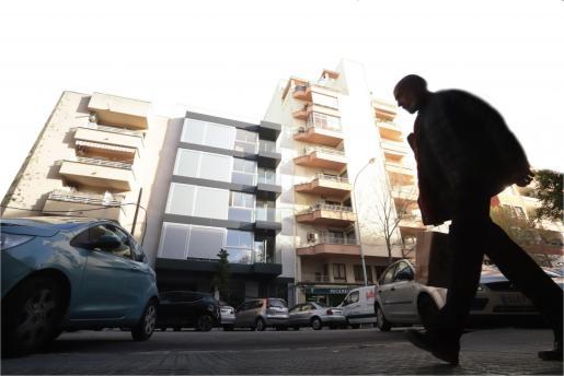 Los promotores se han visto obligados a pagar a las mafias para que desalojaran viviendas okupadas, como así sucedió en mayo en un bloque de la calle Emili Darder.