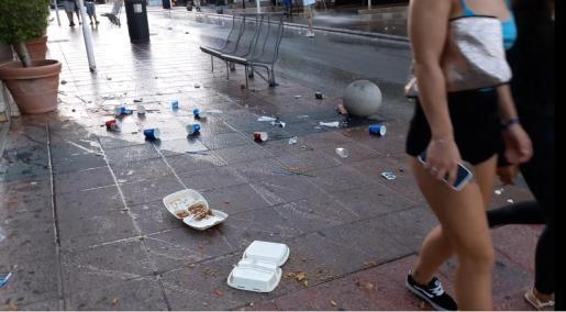 Residuos de los clientes de los 'takeaway' en Magaluf.