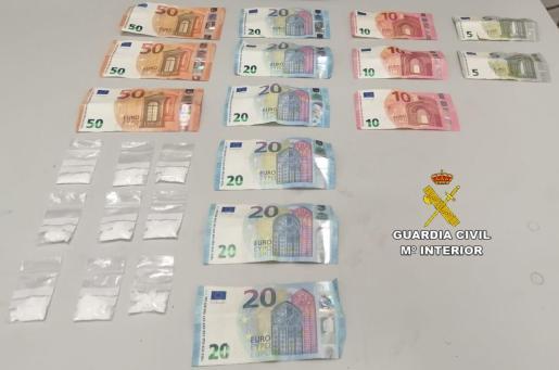 Se le incautaron nueve gramos de cocaína dosificados y 310 euros en billetes fraccionados producto de la venta del estupefaciente.