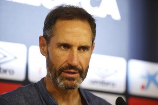 El entrenador del Real Mallorca, Vicente Moreno, durante una rueda de prensa.