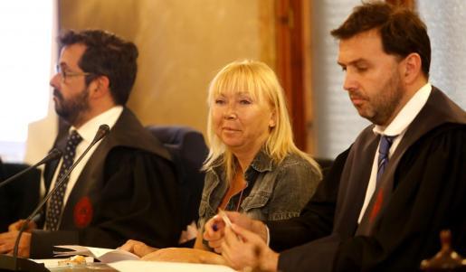 La acusada por el crimen, el primer día del juicio.