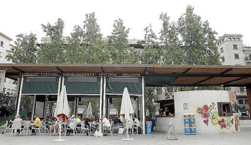 El Quiosco-Bar de la plaza Comtat del Rosselló en Palma.
