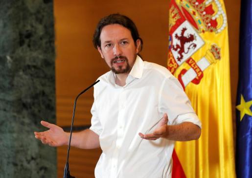 El secretario general de Podemos, Pablo Iglesias, durante su comparecencia ante los medios tras la reunión que ha mantenido con el presidente del Gobierno en funciones, Pedro Sánchez.