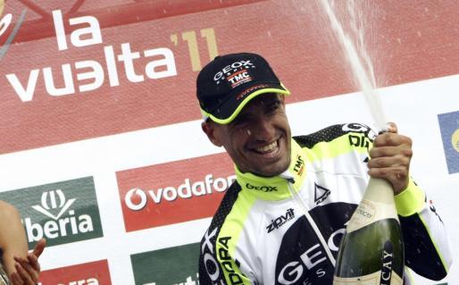 Juan Jose Cobo celebrando un triunfo en la Vuelta de 2011.