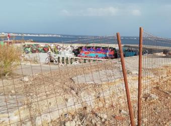Piscina abandonada junto a Cala Estancia