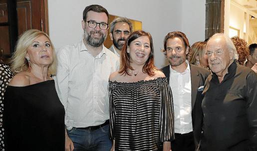 Isabel Izquierdo, Antoni Noguera, Francisco Copado, Francina Armengol, Frederic y Pep Pinya, este jueves por la tarde en la animada fiesta de Pelaires.