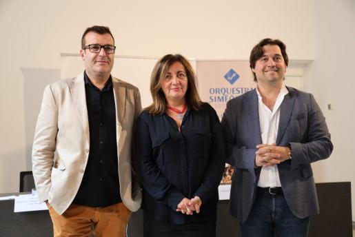 Pere Bonet, la consellera Fanny Tur y el director Pablo Mielgo.
