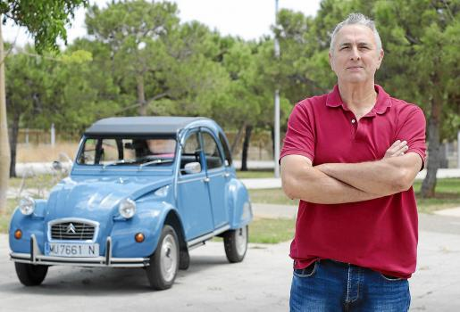 José Luis con su Citroën del año 82.