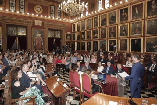 Vista general del pleno del Ajuntament de Palma durante el discurso del alcalde, José Hila.