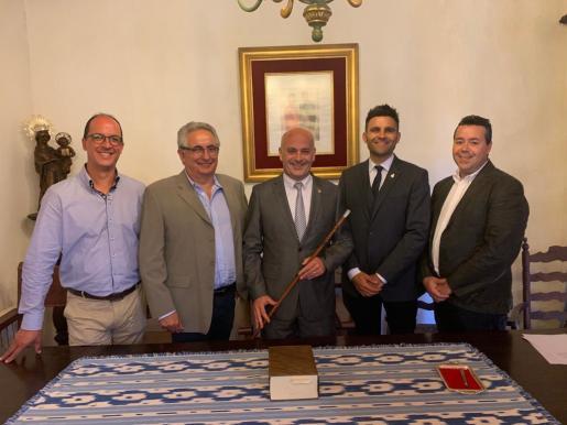 Antoni Solivellas con el resto del equipo de gobierno de Escorca.