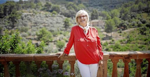 Catharina Hedberg, en una terraza de la finca de Son Sales, de Sóller, confiesa sentir una especial pasión por la Isla.