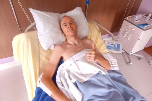 Chris Froome, en una imagen difundida por su equipo en el hospital de Saint Etienne.