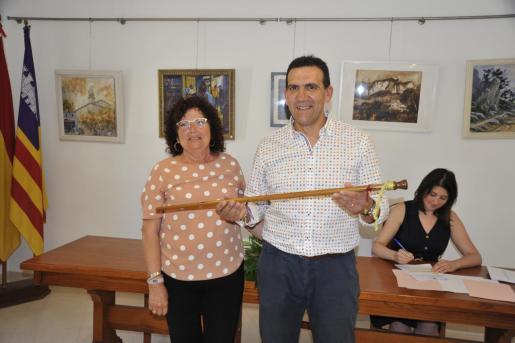 Dolors Tévar ha entregado la vara a Guillem Villalonga.