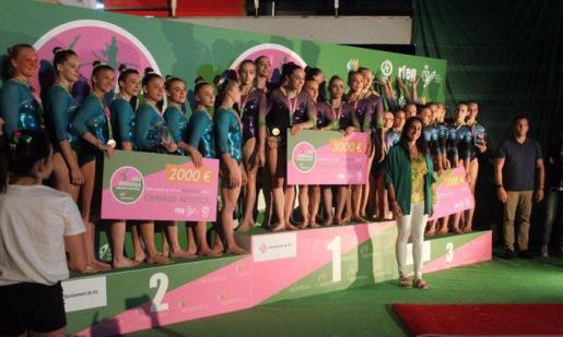 Las gimnastas del Xelska (a la izquierda), en el podio final de la Liga Ibedrola de gimnasia artística femenina.