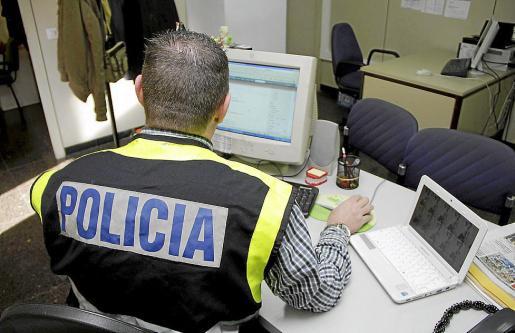 La policía rastreó el perfil falso en la web del joven acusado.