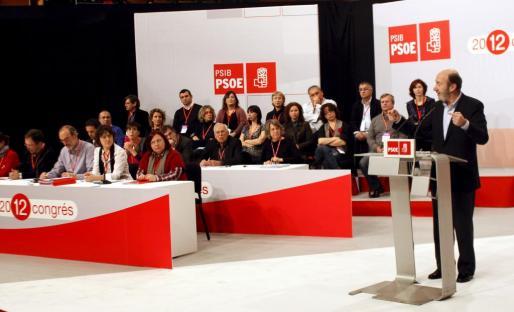 El secretario general del PSOE, Alfredo Pérez Rubalcaba, durante su intervención esta mañana en la inauguración del XII Congreso del PSIB.