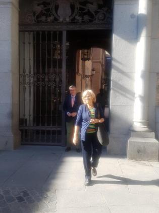 Manuela Carmena, saliendo del Ayuntamiento tras renunciar a su acta de concejal.