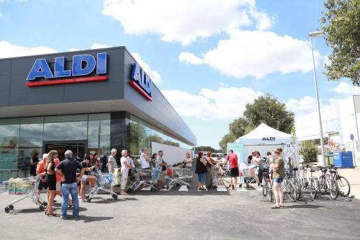 Con estas contrataciones ALDI empleará un 217 % más este verano que el anterior en sus 300 establecimientos en todo el país.
