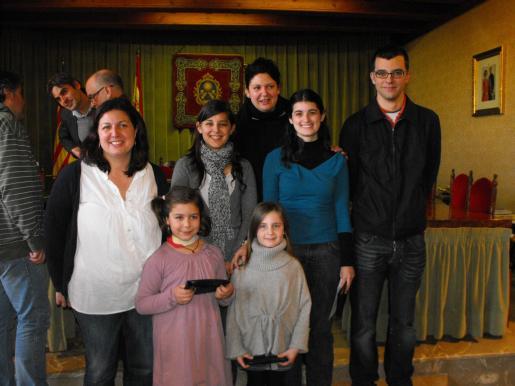 Las todavía Valentes Dones, junto a sus sucesoras, el Barrut y sus homólogas infantiles.