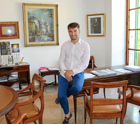 Éric Jareño en su nuevo despacho de alcalde de Llucmajor.