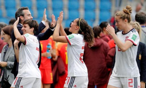 Las jugadoras de la selección española celebran la clasificación para octavos de final del Mundial de Francia 2019.