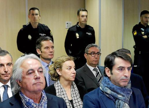 Urdangarin y Torres, en el banquillo de los acusados del 'caso Nóos'.