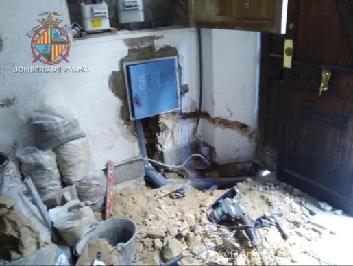 En la entrada se producían trabajos de perforación cuando la tubería ha resultado rota.