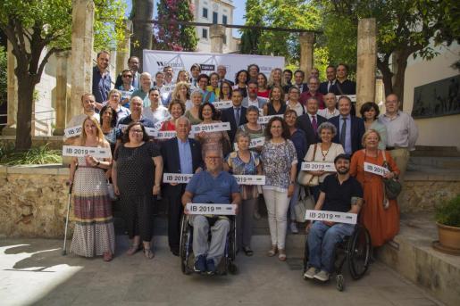 Bankia y Fundación Sa Nostra entregan 120.000 euros a programas sociales de más de 30 asociaciones de las Islas    Bankia y Fundación Sa Nostra entregan un total de 120.000 euros a programas sociales de 33 asociaciones de Baleares      18/06/2019 Bankia y Fundación Sa Nostra entregan un total de 120.000 euros