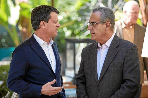 Manuel Valls junto a Celestino Corbacho.