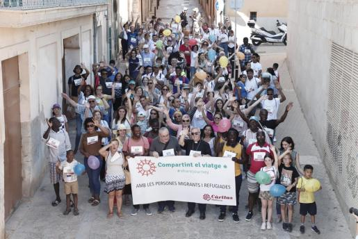 Momento de la Marcha Solidaria a favor de los derechos del Migrantes y Refugiados que finalizó en el Parc de la Mar de Palma.