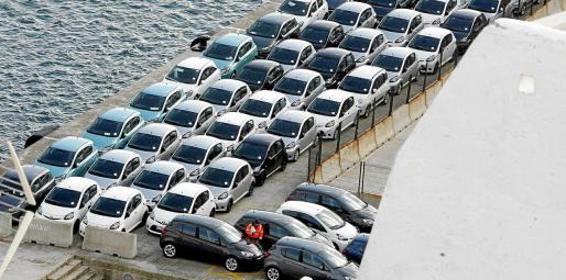 Madrid amenaza con llevar al Constitucional la ley balear que prohíbe los vehículos diésel.