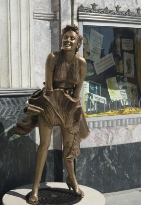 Una estatua de Marylin en Hollywood.