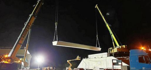 Cada una de las seis vigas que forman la estructura pesa 60 toneladas.