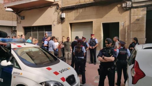 El autor confeso de la muerte de una mujer en Terrassa acudió al piso custodiado por los Mossos d'Esquadra.      20/06/2019 El autor confeso de la muerte de una mujer en Terrassa (Barcelon
