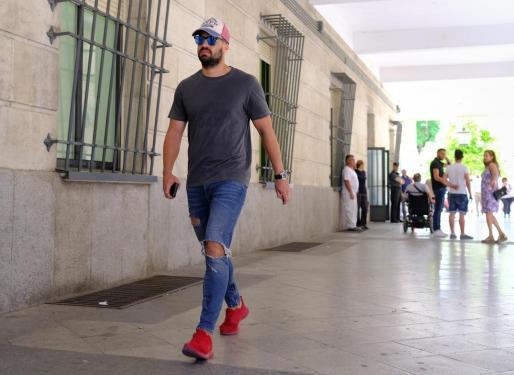 El miembro de la Manada, el ex guardia civil Antonio Manuel Guerrero, ha cumplido una vez más con la obligación de presentarse en el juzgado de guardia de Sevilla, antes de conocerse la sentencia del Supremo.