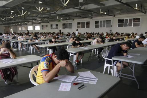 Estudiantes realizando las pruebas de selectividad.