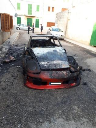 Intervinieron en el incendio el cuerpo de Bomberos, la Policía Local de sa Pobla y la Guardia Civil.