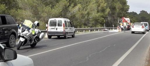 Agentes de la Guardia Civil en el lugar del accidente.