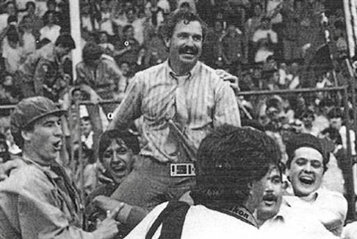 En Las Gaunas, el Mallorca de Serra Ferrer regresaba a la máxima categoría del fútbol español. El gol de Luis García en Logroño provocó el delirio en la parroquia mallorquinista, que festejaba la vuelta a Primera.