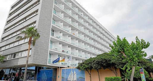 El segundo herido de la madrugada se precipitó en el hotel de Platja d'en Bossa.