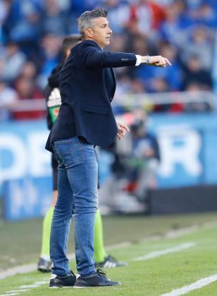 Pep Lluís Martí da órdenes a sus jugadores durante el partido ante el Mallorca.