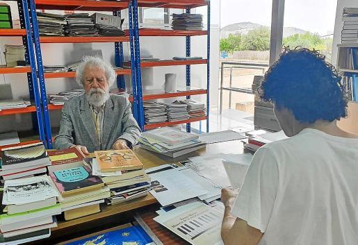 Antoni Caimari, fundador y presidente de la Fundació ACA, trabajando en esta entidad.