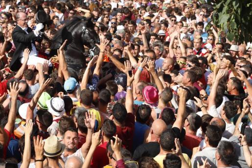 Un momento de la fiesta en Ciutadella.